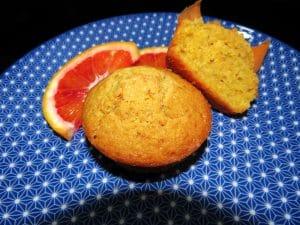 muffin carota e arancia con farina integrale di orzo macinata a pietra